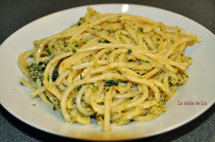 Spaghettoni au pesto de chou frisé et peccorino la-table-de-liz