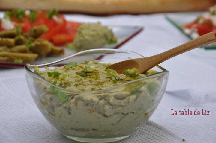 Houmous au basilic et salade de tomates recette végétarienne de La Table de Liz