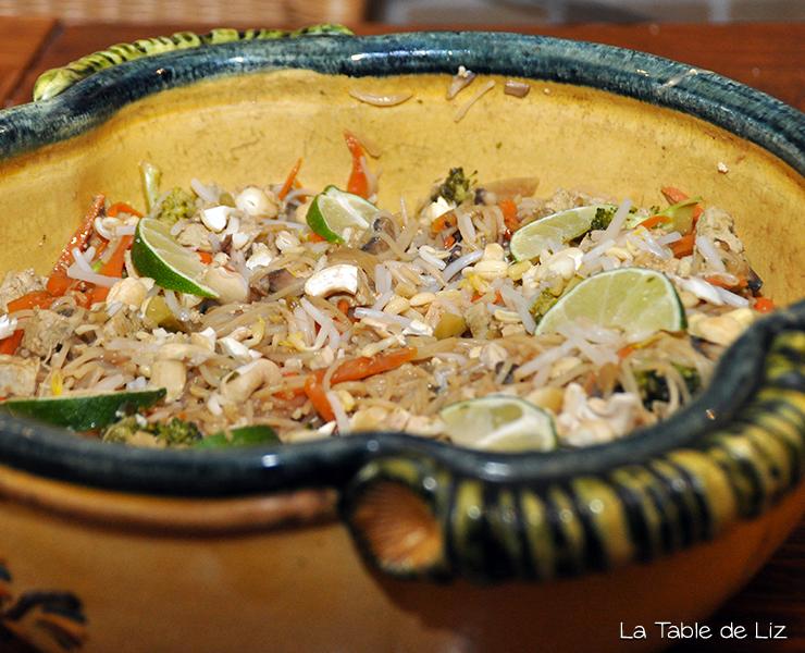 Pad thaï comme Liz, ma version des nouilles sautées végétariennes thaïlandaise, recette végane