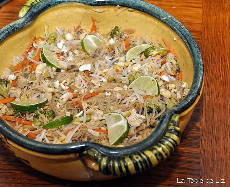 Pad thai comme Liz, ma version des nouilles sautées végétariennes thailandaise, recette végane
