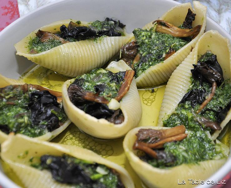 Champignons au beurre d'ail, comme des escargots. Recette végétarienne de La Table de Liz